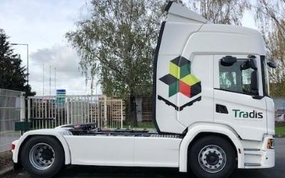 Camion logo tradis